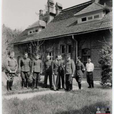 ©ICRC/1940.07.30/War 1939-1945. Schubin. Stalag XXI B, prisoners of war camp. Visit of the delegate ICRC Dr. Marti/ICRC Photo Library V-P-HIST-01724-06