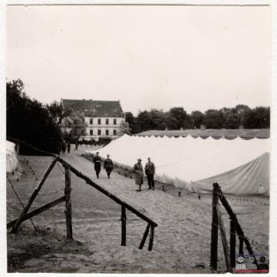©ICRC/1940.07.31/War 1939-1945. Schubin. Stalag XXI B,  prisoners of war camp. Visit of the delegate ICRC Dr. Descoeudres/ICRC Photo Library V-P-HIST-01725-01